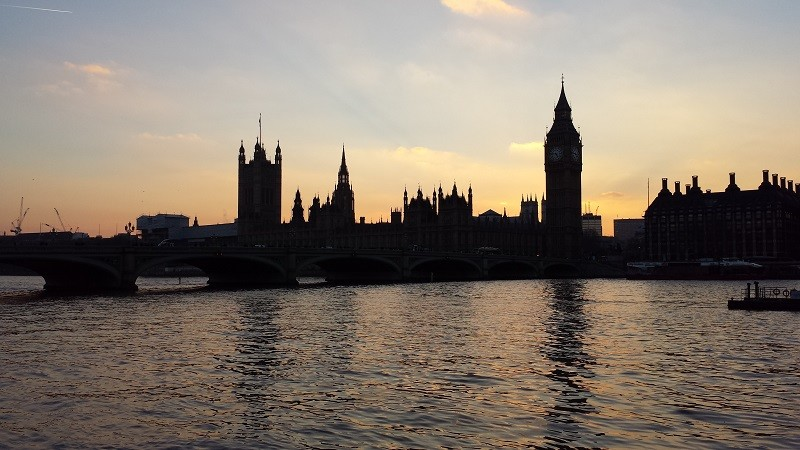 Parlamento e Big Ben em Londres no por do sol