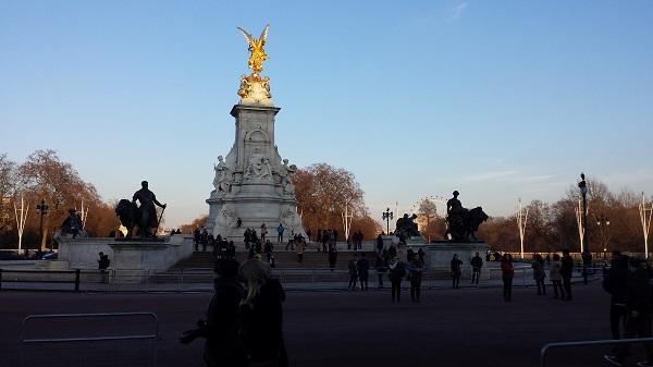Monumento à rainha Victoria em frente ao palacio de Buckingham