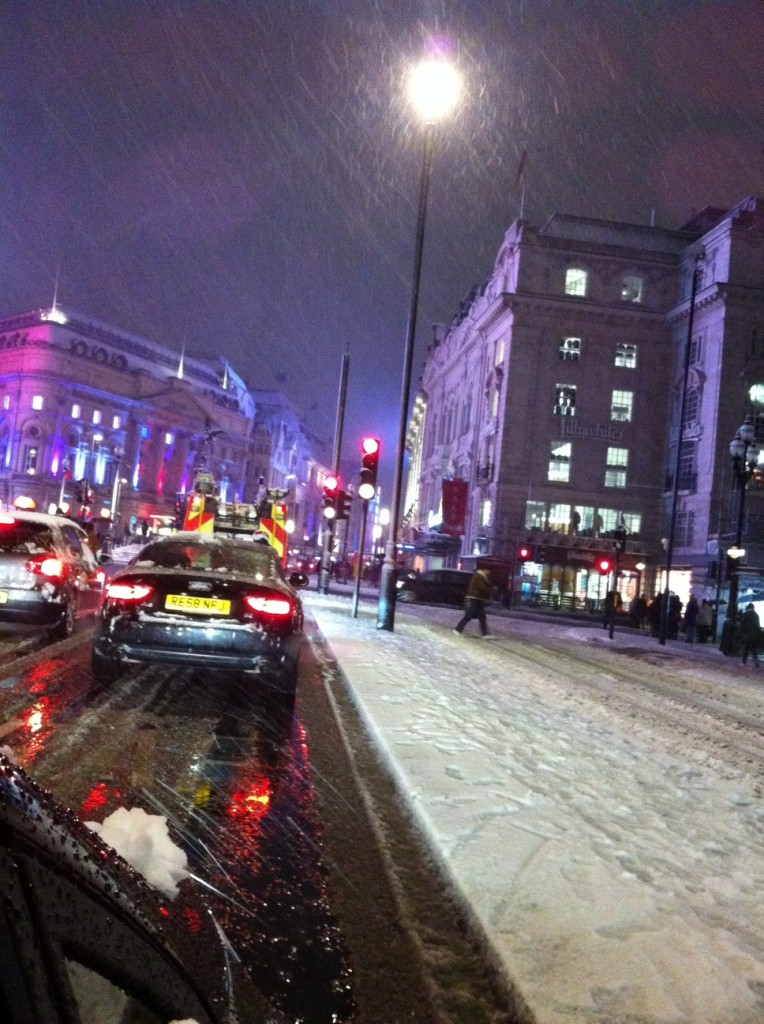 Piccadilly Circus com neve