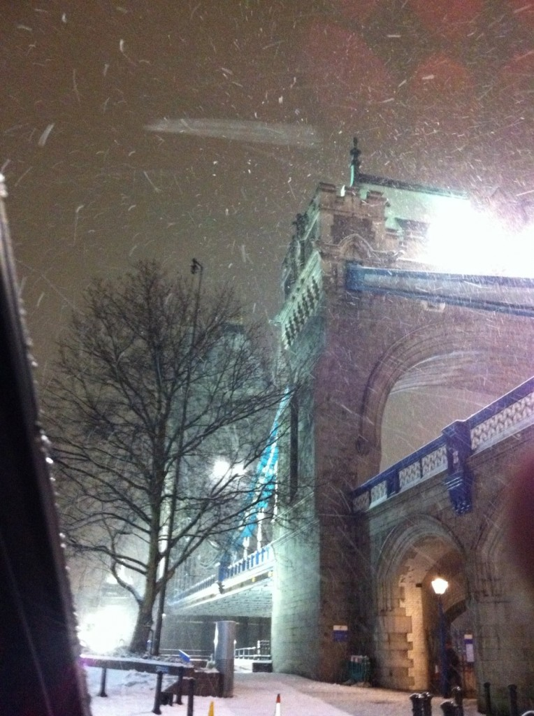 Tower Bridge, Londres, e a neve