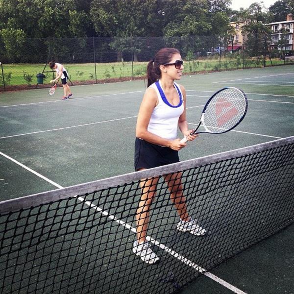Lili jogando tenis